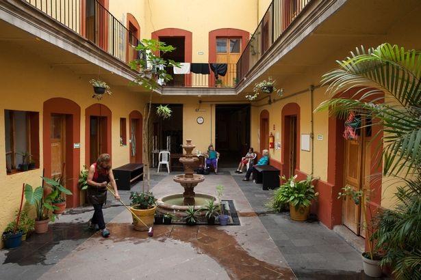 Bên trong ngôi nhà dành cho những kỹ nữ giải nghệ ở Mexico City - 12