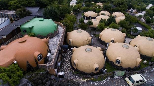Những ngôi nhà mái vòm sáng màu được bán trên khắp nước Nhật.