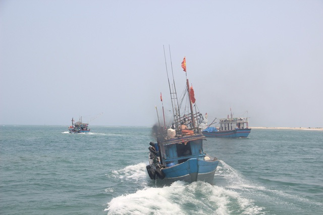 Ngư dân 4 tỉnh miền Trung bị ảnh hưởng bởi sự cố môi trường Formosa tiếp tục được khuyến cao không khai thác hải sản ở tầng đáy từ khoảng cách 20 hải lý trở vào bờ, nhằm nhằm bảo vệ sự phục hồi, tái tạo các hệ sinh thái, nguồn lợi hải sản ven bờ. (Ảnh minh họa: Đăng Đức).