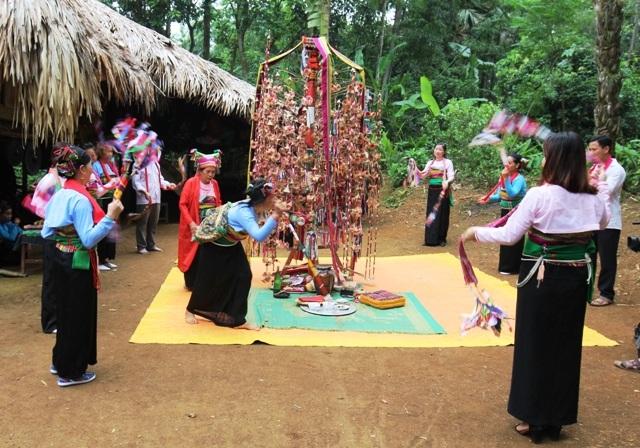 Xem người Mường thưởng hoa trong lễ hội Poồn Poông - 5