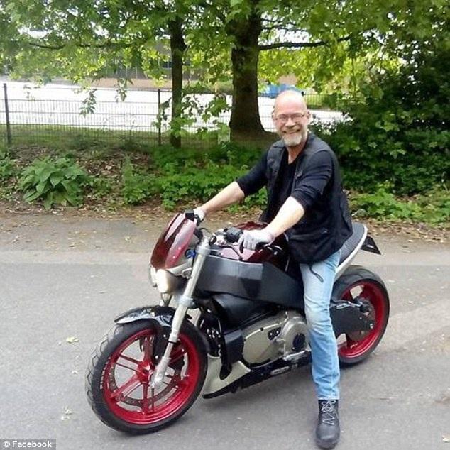 Ông Simon Smith, 53 tuổi, nạn nhân vụ xe bus dâm tại thành phố Reading, Anh. (Ảnh: Dailymail)