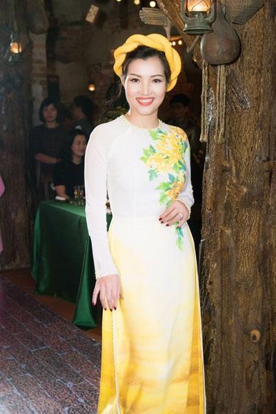Hoa hậu Thu Thủy duyên dáng trình diễn thời trang - 11