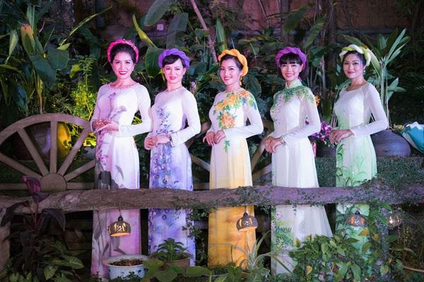 Hoa hậu Thu Thủy duyên dáng trình diễn thời trang - 13