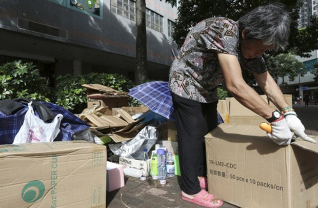 """""""Những bà già thùng carton"""" tại Hong Kong - 1"""