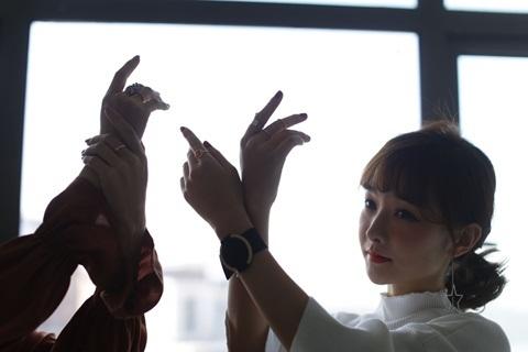 Wang tạo hình với đồng hồ