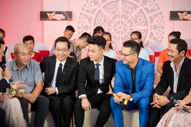 """Áp đảo ở top 5 đề cử Ấn tượng VTV 2017, chung cuộc ekip phim """"Người phán xử"""" đã giành được giải thưởng ở 2 hạng mục danh giá là giải Phim truyền hình ấn tượng và Diễn viên nam ấn tượng (NSND Hoàng Dũng)."""