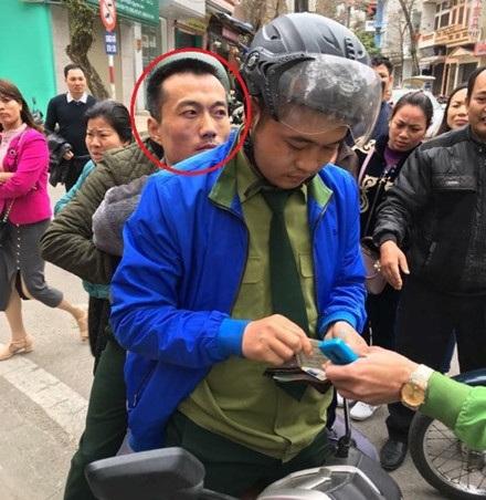 Sau khi gây án, đối tượng Vương Văn Trung (khoanh đỏ) nhanh chóng bị lực lượng chức năng bắt giữ. Ảnh: CTV