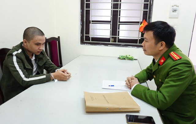 Cán bộ điều tra lấy lời khai của Nguyễn Đức Huy
