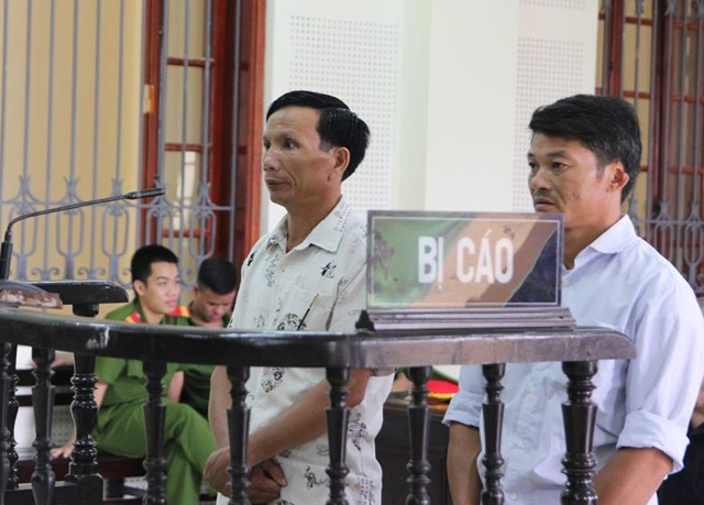 Bị cáo Nguyễn Duy Điều (trái) và Lê Văn Ánh tại phiên xét xử sáng 22/9
