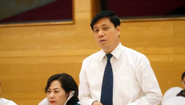 Thứ trưởng Bộ GTVT Nguyễn Ngọc Đông trả lời câu hỏi về quan điểm đối với việc Hiệp hội Vận tải ô tô Hà Nội kiến nghị dừng khẩn cấp Uber, Grab taxi.