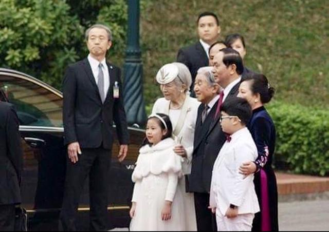 Như Khôi chụp ảnh cùng với Chủ tịch nước Trần Đại Quang và Nhà vua, Hoàng hậu Nhật Bản (1/3/2017)