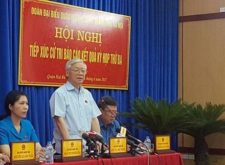 Tổng Bí thư Nguyễn Phú Trọng phát biểu tại cuộc tiếp xúc cử tri quận hai Bà Trưng.