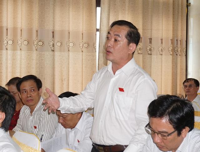 Đại biểu Nguyễn Văn Lư: Tp Vinh có nhiều sự án lớn nhưng có bao nhiêu dự án bỏ tiền xây trường học, trung tâm văn hóa hoàn chỉnh?