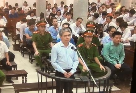 Nguyễn Xuân Sơn bất ngờ thay đổi lời khai tại Toà rằng: Hàng năm phải đi lễ Tết hai vị lãnh đạo Vietsovpetro từ 2 - 3 tỉ đồng.