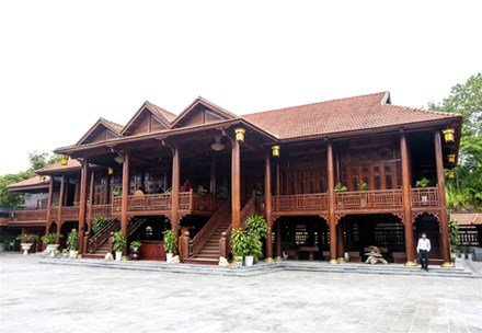 Nhà sàn gỗ lim 200 tỷ đồng của đại gia Điện Biên