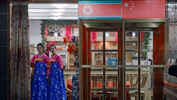 Bên ngoài một nhà hàng Triều Tiên tại Đan Đông, Trung Quốc (Ảnh: AFP)