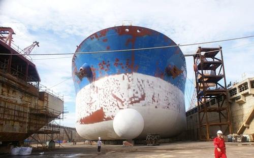 Nếu phá sản, hơn 1.200 lao động nhà máy đóng tàu Dung Quất đang có nguy cơ mất việc làm.