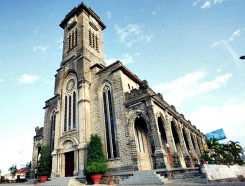 Nhà thờ Đá Nha Trang có tên gọi chính thức là Nhà thờ Chính tòa Kito Vua
