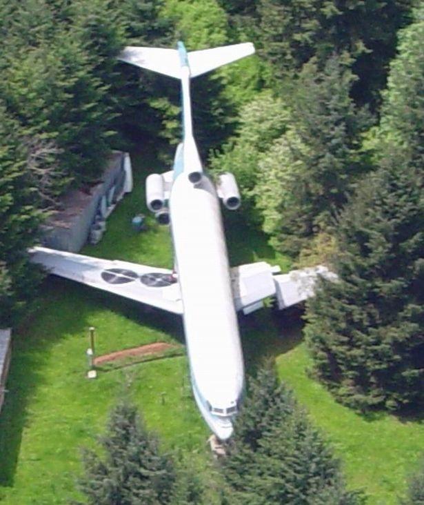 Một mình sống giữa rừng trong chiếc Boeing 727 - 2