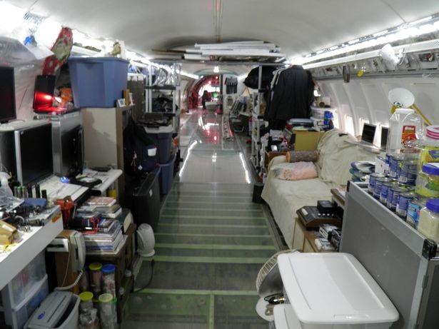 Một mình sống giữa rừng trong chiếc Boeing 727 - 4