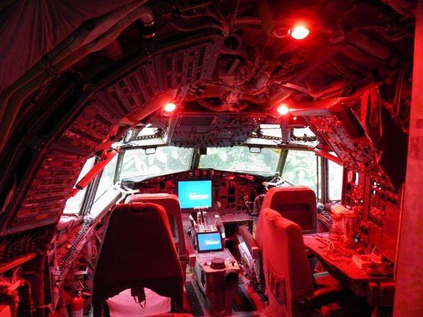 Một mình sống giữa rừng trong chiếc Boeing 727 - 3