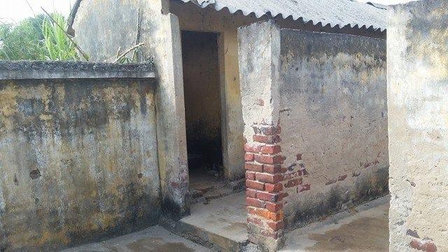 Nhà vệ sinh trường học ở Chương Mỹ, Hà Nội, nơi xảy ra việc bé bị kẻ bịt mặt thực hiện hành vi đồi bại
