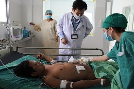 Các bác sĩ đang nỗ lực cứu chữa người bệnh, nhưng khó khăn về kinh tế đang là rào cản rất lớn