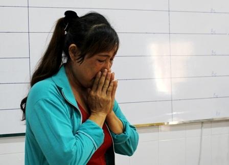 Người mẹ khốn khổ nghẹn ngào cảm ơn cộng đồng đã chung sức cứu con mình