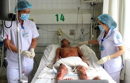 Gần 5 tháng nằm viện, bệnh tình của anh Tuyến vẫn chưa tìm được lối ra
