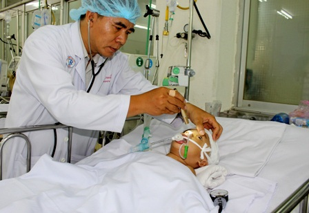 Bác sĩ Nhiều lo lắng cho sinh mạng của bệnh nhi tội nghiệp