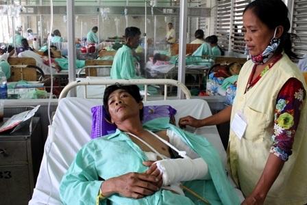 Anh Minh Trí bị gãy lìa cánh tay trái, toàn bộ lách bị dập đã phải cắt bỏ