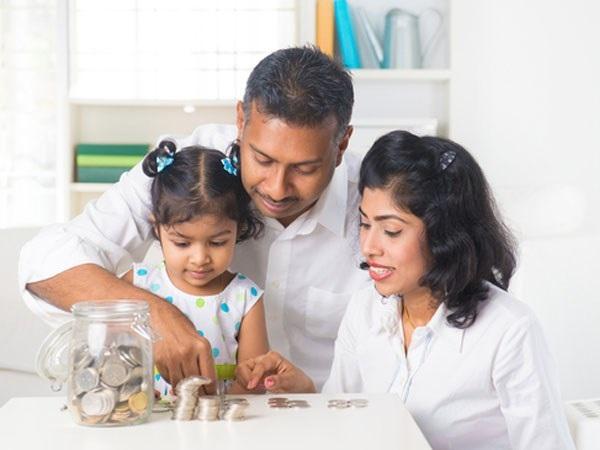 Bố mẹ muốn dạy con cách thức làm cho đồng tiền sinh lãi thì bố mẹ có thể chơi trò chơi giả định với con.