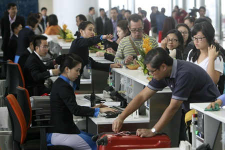 Nhân viên làm thủ tục hàng không được hành khách chấm điểm cao nhất trong số các dịch vụ khảo sát ý kiến