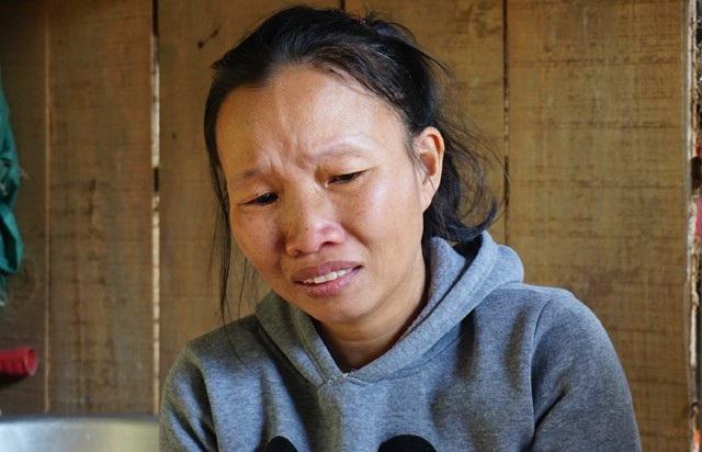 Quá nghèo khó, chị Minh đành bất lực nhìn chồng ung thư, con bệnh tim