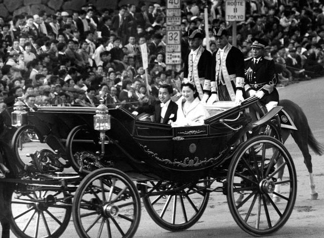 Hoàng Thái tử Akihito và Công nương Michiko trong lễ cưới tháng 4/1959 (Ảnh: Kyodo)