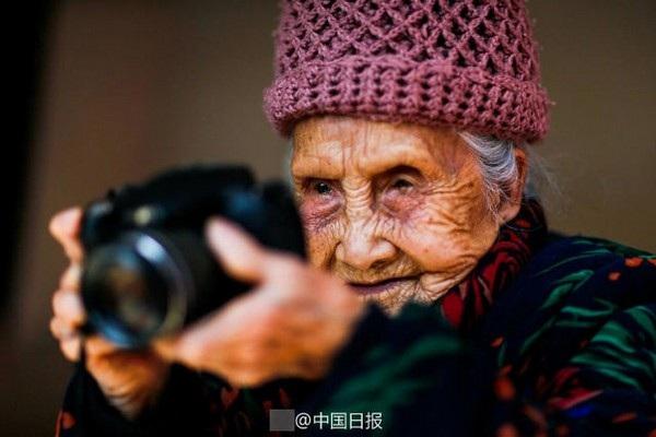 Ở tuổi 105, bà Li Yuzhen là một trong những nhiếp ảnh gia cao tuổi nhất hiện nay