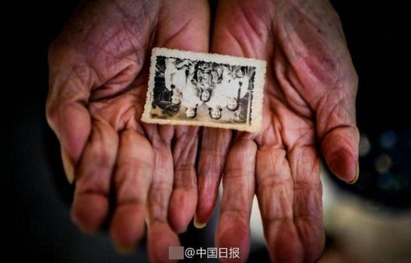 Một bức ảnh gia đình cũ được bà Li lưu trữ