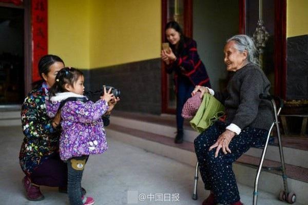 Sành điệu như cụ bà 105 tuổi vẫn theo đuổi niềm đam mê nhiếp ảnh - 8
