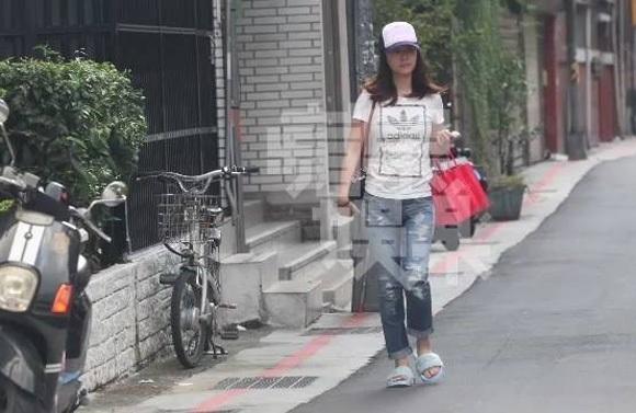 Ngoài những lúc tham gia sự kiện, cô dành thời gian ở nhà với con và làm công việc nội trợ. Trong một lần phỏng vấn gần đây, Lâm Tâm Như cho hay, cô đang nuôi con bằng sữa mẹ nên không vội vàng giảm cân.