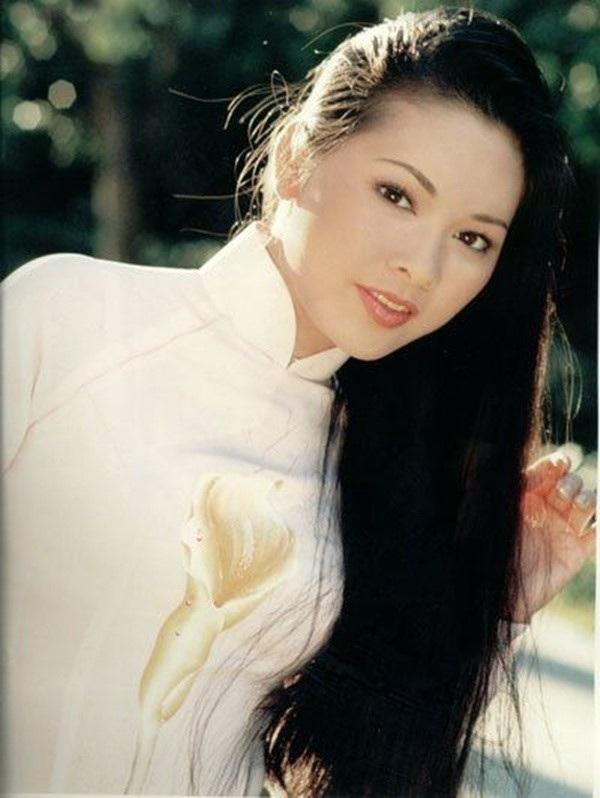 Giọng hát và nhất là nét mặt xinh xắn đầy vẻ hồn nhiên của Như Quỳnh đã chiếm được cảm tình của đông đảo khán giả. Năm 1994, Như Quỳnh gây ấn tượng với ca khúc Người tình mùa  đông, bài hát tiếp theo là Chuyện hoa sim.