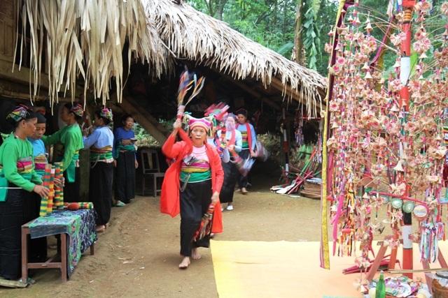 Xem người Mường thưởng hoa trong lễ hội Poồn Poông - 4