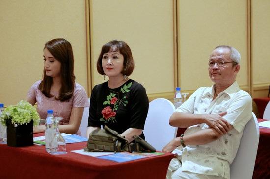 NSƯT Quốc Trọng, NSND Minh Hoà trong buổi ra mắt phim Những người nhiều chuyện.