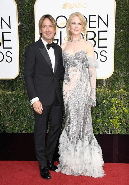 Keith Urban hộ tống vợ Nicole Kidman dự lễ trao giải Quả Cầu Vàng đang diễn ra tại Mỹ. Hình ảnh ngọt ngào đã xóa tin đồn hôn nhân của cặp đôi này đang trục trặc