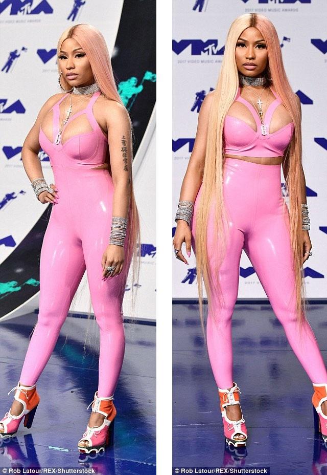 """Nicki Minaj """"bóp nghẹt"""" cơ thể với đồ chất liệu nhựa dẻo - 2"""