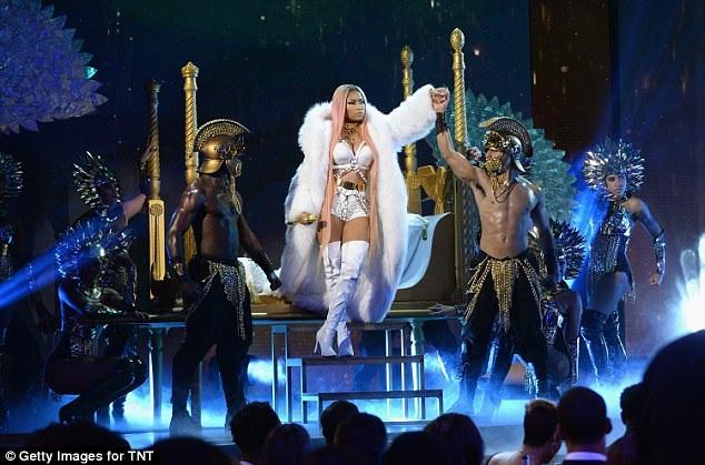 Nicki Minaj gần đây đã chia sẻ, cô sẽ sống độc thân sau thời gian dài hẹn hò với Meek Mill