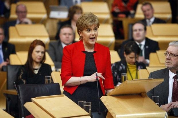 Thủ hiến Scotland Nicola Sturgeon phát biểu trước quốc hội trong phiên tranh luận về việc tổ chức trưng cầu dân ý tách khỏi Anh hôm 21/3 (Ảnh: Getty)