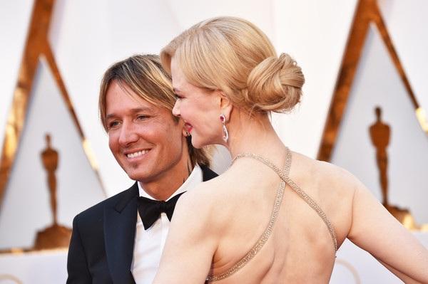 Ca sỹ Keith Urban hộ tống vợ Nicole Kidman dự lễ trao giải Oscar
