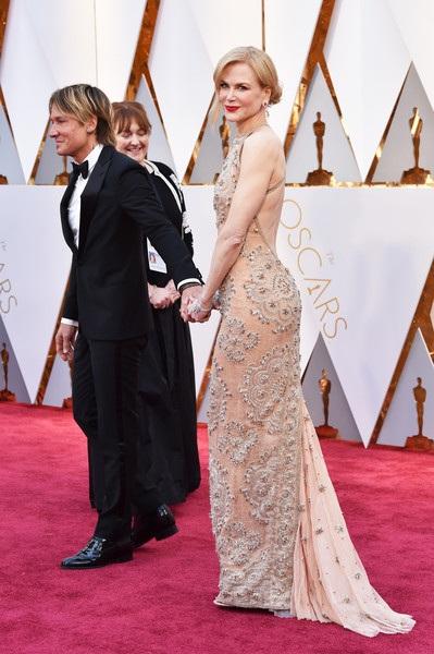 Dập dìu người đẹp trên thảm đỏ Oscar 2017 - 14