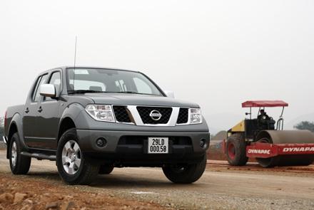 Nissan thế hệ thứ hai tại Việt Nam mang mã D40, cùng thế hệ với các mẫu đang có hiện tượng gỉ và gãy khung tại Anh và Tây Ban Nha