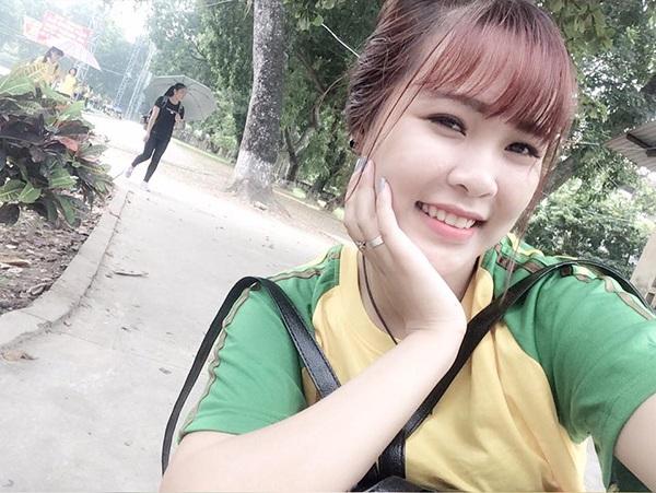 Đây là ảnh mặc đồng phục của bạn Linh Cherry